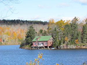 Einsames Haus am See in Cape Breton